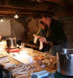 Handwerken, papiermaken en wol verven