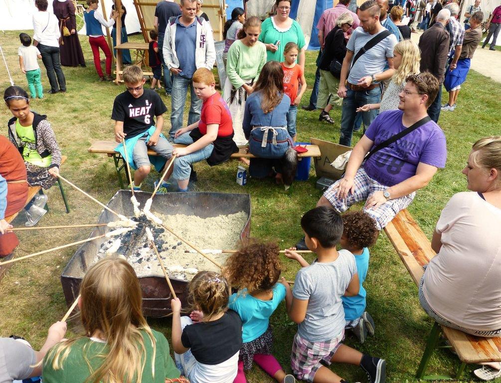 middeleeuws ter apel broodjes bakken